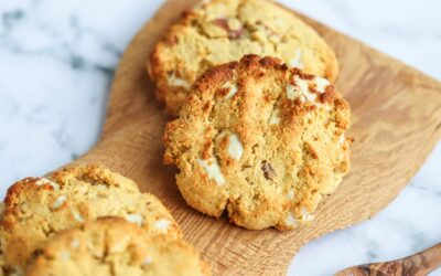 Cookies Proteicas de Chocolate Branco e Amêndoa