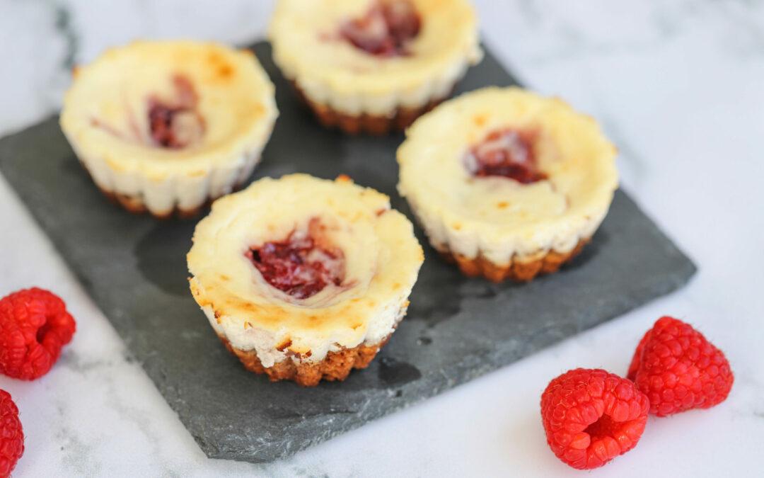 Mini-cheesecakes de framboesa e iogurte